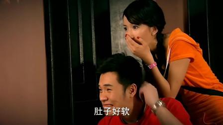 爱情公寓:美嘉和关谷两人在房间里,被外面的胡一菲和曾小贤误会了