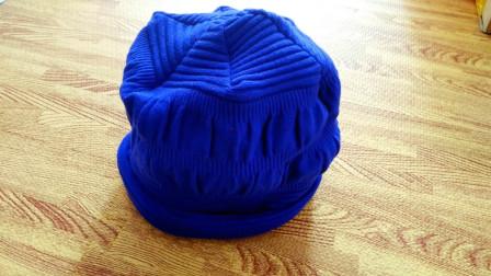 旧毛衣别扔了,改成帽子,好看又省钱