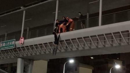 妻子挪用女儿手术费 丈夫跳桥被拉住