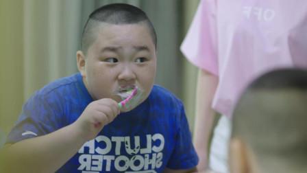 熊孩子用超多牙膏狂刷牙,只想刷出牙里的蛀虫