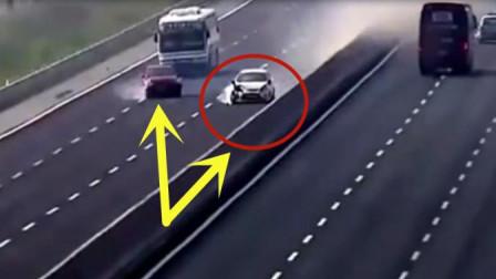 两个小轿车在高速上互相怼比,大巴车司机险些摊上大事了