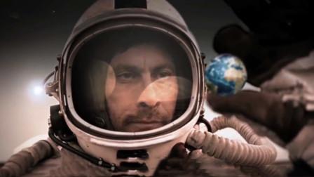 小伙登陆外星,捡起了地球,结果这货不小心手一松