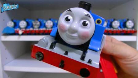 托马斯带上蝴蝶结可爱极了 小火车表情丰富多彩