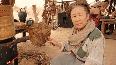 老大娘和90后美女发生剧烈争执,非说灭火应该用扇子扇