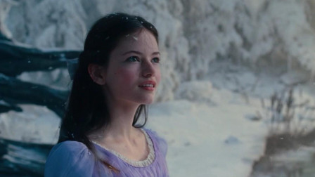 谷阿莫:5分钟看完女子王位被抢成为阶下囚的电影《胡桃夹子和四个王国》