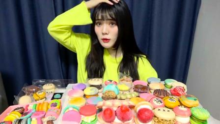 韩国美女吃马卡龙套盒,20万韩元一盒点心,网友:吃一口心痛一次