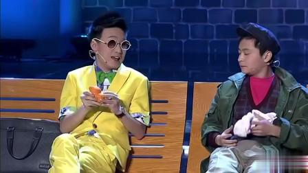 大学生李林峰李奎表演的哑剧,通过反差,自嘲,特别乐观,演得非常好