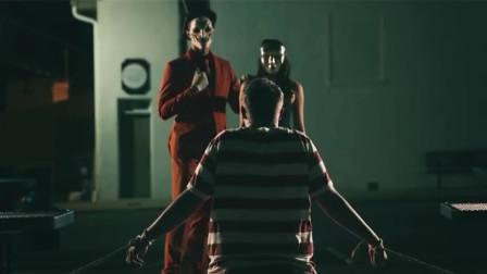 街头小丑表演魔术,看完不鼓掌后果很恐怖,用人命陪你玩!