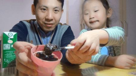 """试吃""""可以吃的泥"""", 女儿吃的满嘴都是, 最后说了一句""""好恶心"""""""
