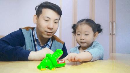 """试吃恐怖的""""鳄鱼下蛋糖"""", 想要吃糖必须让它下蛋, 小心被咬到手"""
