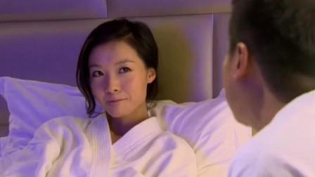 小情侣酒店看大片,这情节一出来,二人很是尴尬!