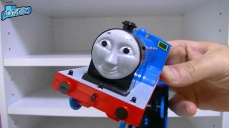 五颜六色小火车排成队 托马斯呆萌可爱快来围观吧