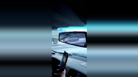 双鸭山偶遇该黑色轿车, 不知道说啥好了, 这车怕是要报废了