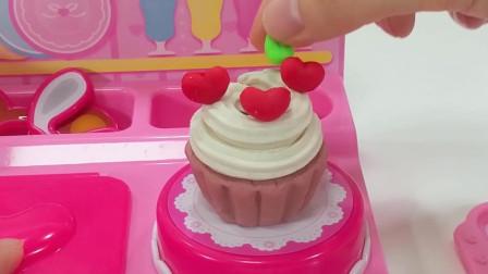 咪露益智玩具:跟着科隆一起用橡皮泥来做一个小蛋糕吧