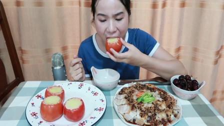 吃播小姐姐:今天吃自制的番茄芝士焗饭跟蒜泥白肉,看得我又饿了