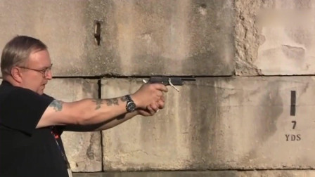 靶场测试,老外射击西班牙古董级手枪,采用9mm口径弹药,性能稳的