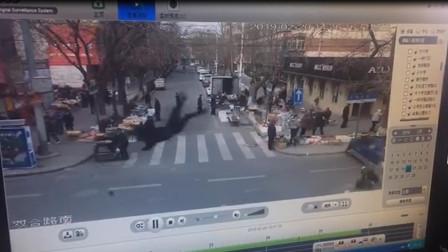 白银市市区一男子带女友拉风飙车,结果……!