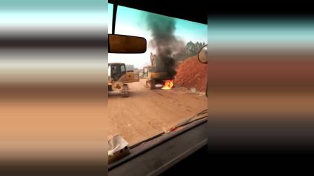 这是什么情况挖机怎么会突然着火