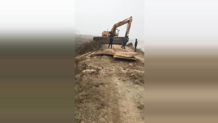 这是什么情况挖机怎么陷进去了
