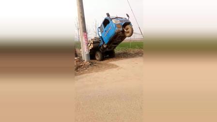 这是什么情况车头怎么翘起来了