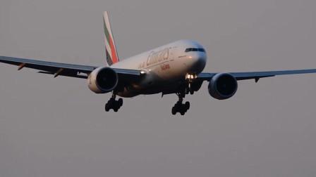 阿联酋航空波音777重型货机降落成田国际机场