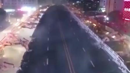 中国200台挖掘机,一夜拆掉600米大桥