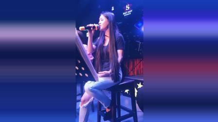 去KTV必点的一首歌,如今终于听到了女声版,唱的还不错!