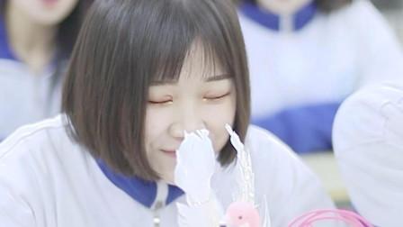 在同学羡慕的眼神下拿出少女心爆棚的网红风蛋糕,真开心啊