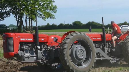结构独特的双发动机四驱拖拉机