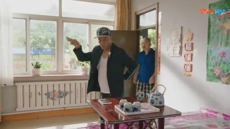 """赵四在家""""跳舞"""",却被刘能大骂,你还有闲心在家跳舞呢?"""
