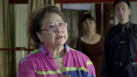 俩老太太在舞厅吵架,竟然是因为孙辈上学的问题?