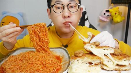 """韩国吃播:""""辣味凉拌面+芝士猪排"""",大叔吃得真香,看得都馋了"""