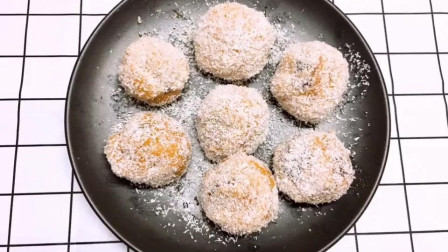 南瓜豆沙椰蓉球的做法推荐给大家,简单又好吃,赶快学习一下吧!