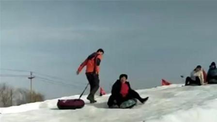 年龄这么大,滑起雪来开心的像个小孩!