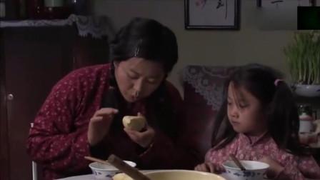 小麦进城:孩子吃饭掉了半个馒头,农村媳妇捡起来就吃了,被婆婆嫌弃了