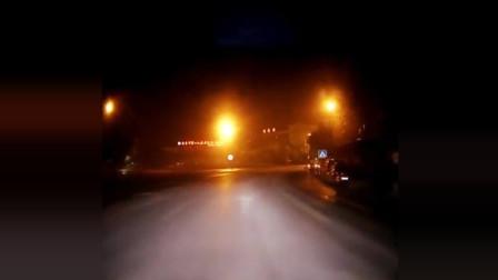 远光狗路口被闪瞎 ,自觉关灯了,监控全程记录