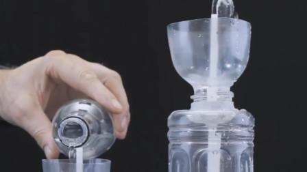 小伙用塑料瓶和吸管做成喷泉,倒水后出现神奇现象,怎么做到的?