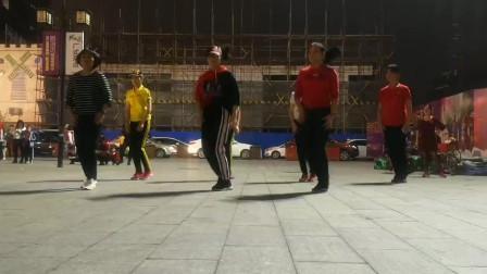 50岁大妈十八岁的舞蹈 美丽世界 广场舞