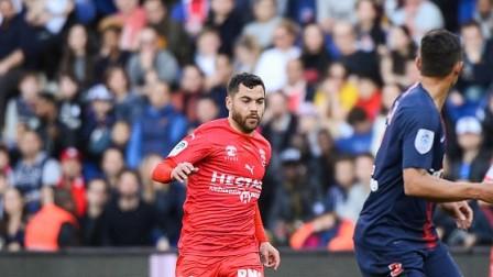 法甲联赛18/19赛季 第26轮 巴黎圣日耳曼VS尼姆 当头棒喝!萨瓦尼耶40米开外轰天爆射惊出大巴黎一身冷汗