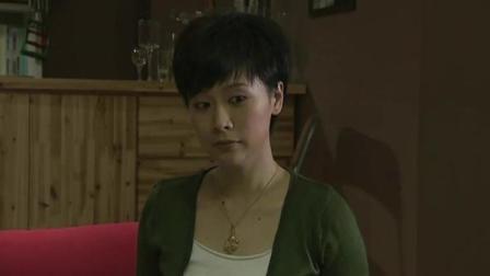 媳妇在外偷偷约会,回家居然还要老公磕头认罪,这女人要不得!