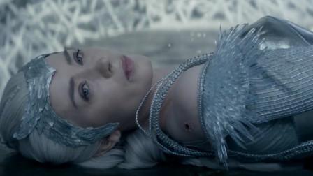 目睹亲生女儿被杀害,女子愤怒觉醒冰雪女王天赋,可冰封世间万物