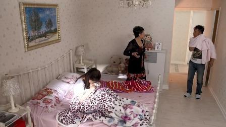 老妈一大早叫女儿起床,没想到一男的洗完澡出来,3人全懵了!
