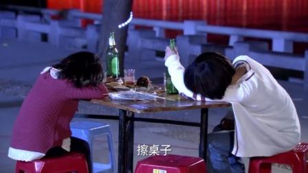 男子让妹妹付酒钱,妹妹看到傻儿子和女儿的情况,顿时气哭了!