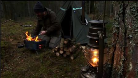 大叔背包徒步,野猪林野营,搭帐篷,砍柴,起火炉,烹饪,烛光餐