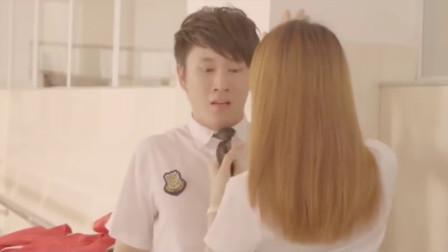 学弟误闯学校女更衣室,结果遇到了模特队长,竟被提醒要注意营养不良!