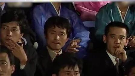 神级别尴尬现场,韩国当红明星去朝鲜演出,台下观众呈现诡异场景