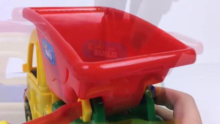 翻斗车和乐高积木玩具