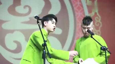 张云雷和杨九郎喜提抹茶绿大褂,这大褂显得两人皮肤很白