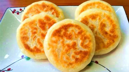 早餐饼最简单的家常做法,1碗面粉,开水一烫,15分钟做好出锅
