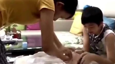 张丹峰洪欣儿子化身宠妹狂人:亲不够的哥哥笑不停的妹妹!